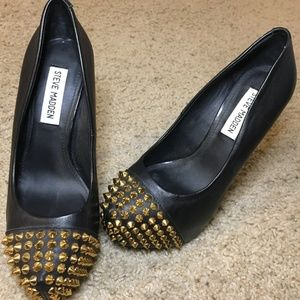 STEVE MADDEN Pumps — Black Heels with Gold Spikes